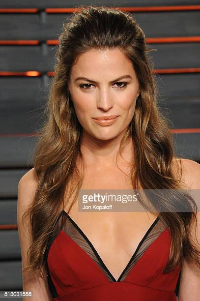 Model Cameron Russell attends the 2016 Vanity Fair Oscar Party hosted By Graydon Carter at Wallis Annenberg Center for the Performing Arts on...