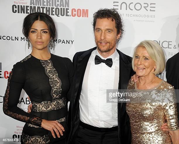 Model Camila Alves honoree Matthew McConaughey and mom Kay McConaughey attend the 28th American Cinematheque Award honoring Matthew McConaughey at...