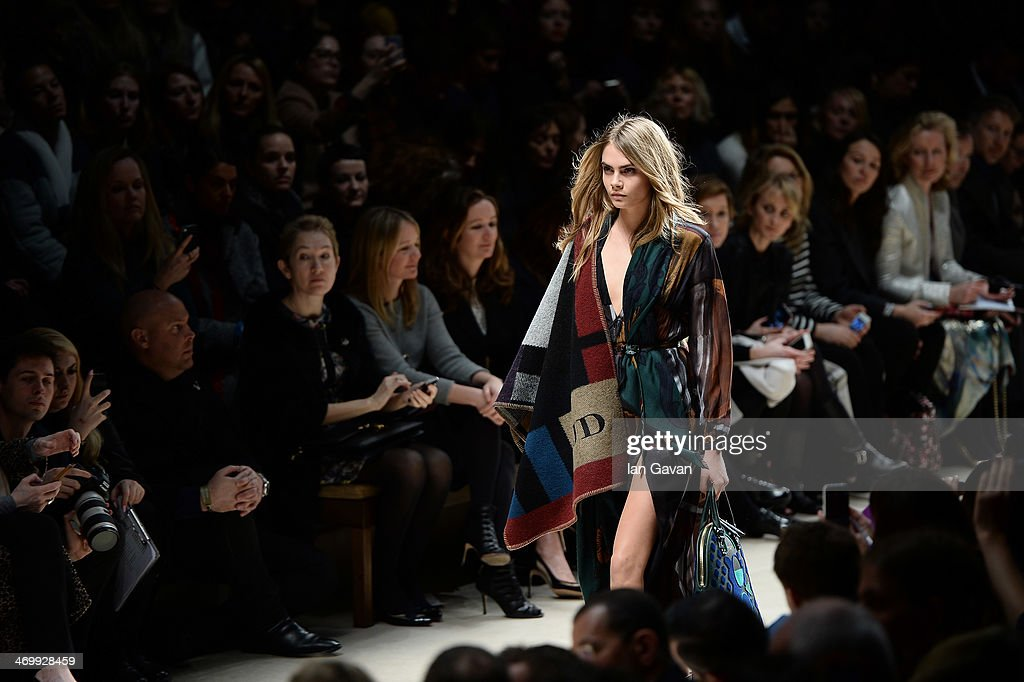 Burberry Womenswear Autumn/Winter 2014 - Front Row & Show : News Photo