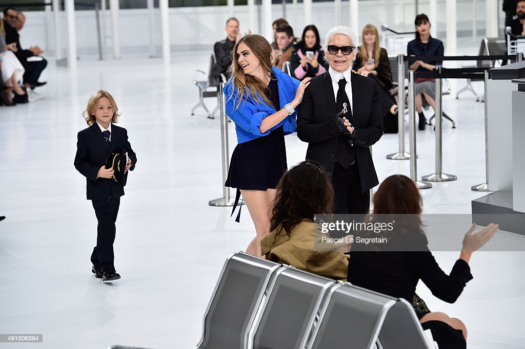 Chanel : Runway - Paris Fashion Week Womenswear Spring/Summer 2016 : News Photo