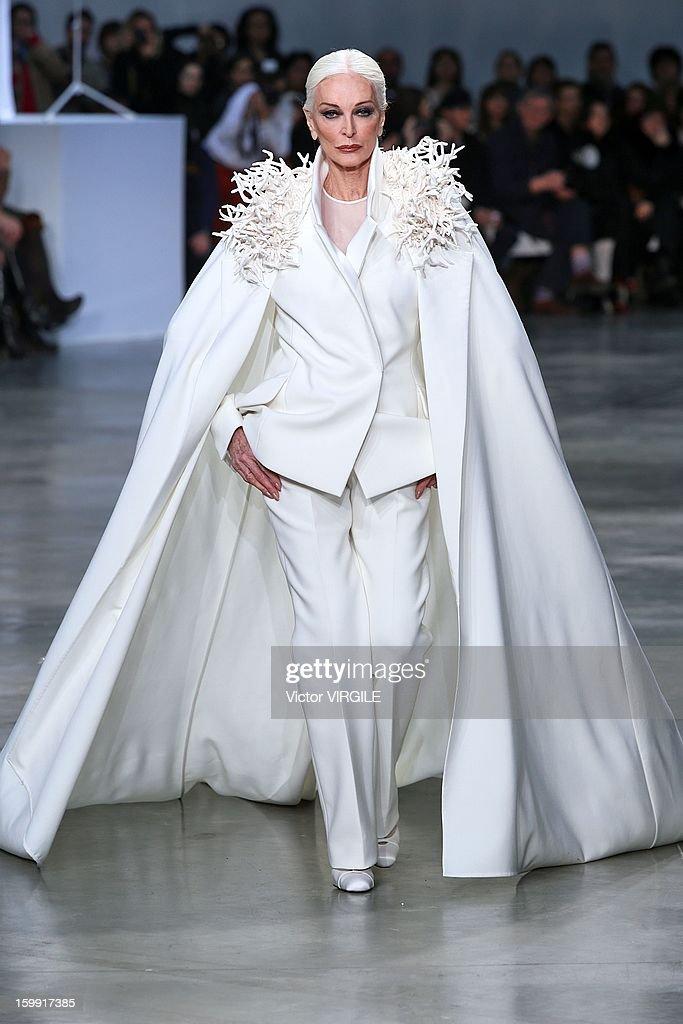 Stephane Rolland: Runway - Paris Fashion Week Haute-Couture Spring/Summer 2013 : News Photo