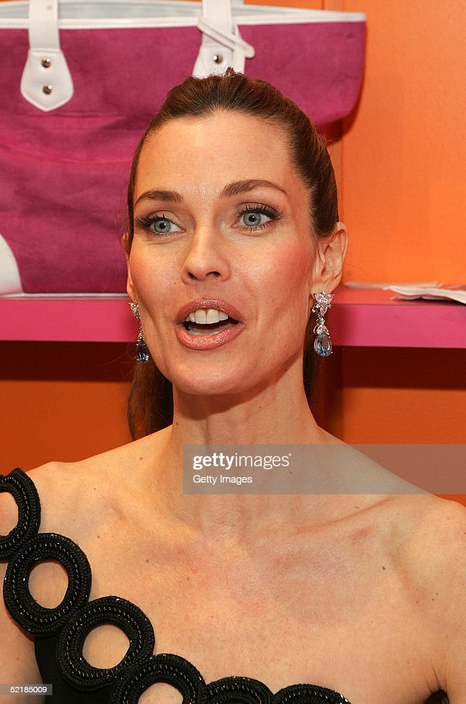 model carol alt signing copies of new book eating in the raw a