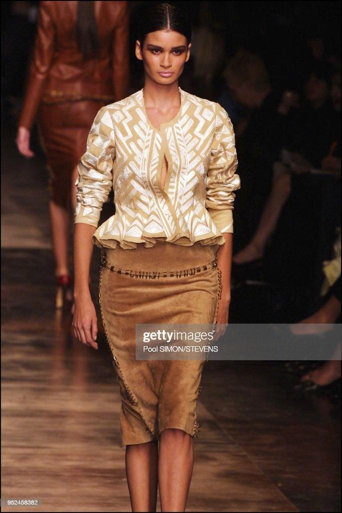 b401957180d Paris: Yves St Laurent 2002 Spring Summer ready to wear fashion show : News  Photo