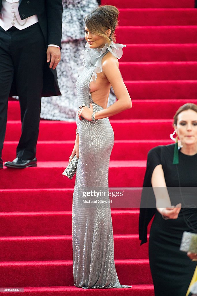 'Charles James: Beyond Fashion' Costume Institute Gala - Outside Arrivals : News Photo