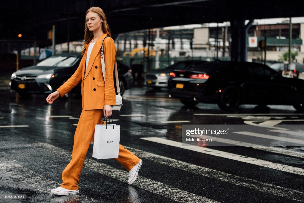 Street Style - New York Fashion Week September 2018 - Day 5 : News Photo