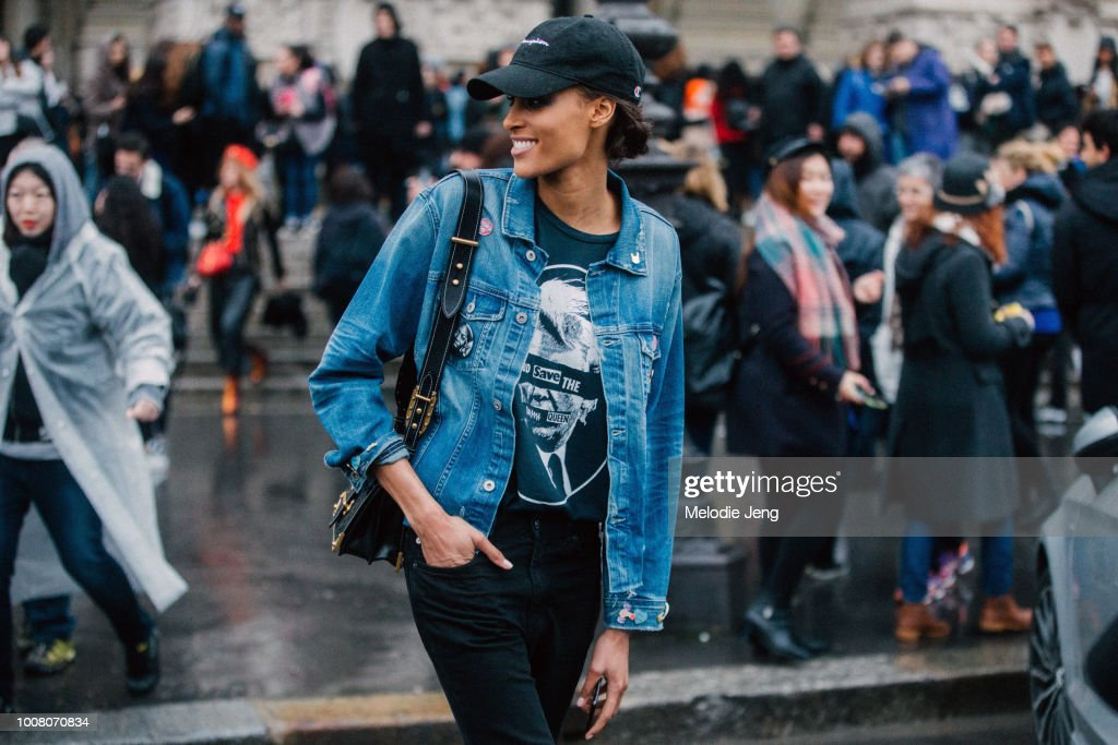 Street Style : Day Five - Paris Fashion Week Womenswear Fall/Winter 2017/2018 : ニュース写真