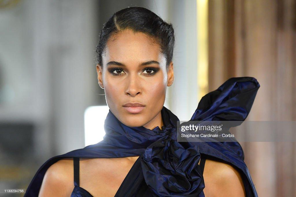 Elie Saab : Runway - Paris Fashion Week Womenswear Fall/Winter 2019/2020 : Foto di attualità