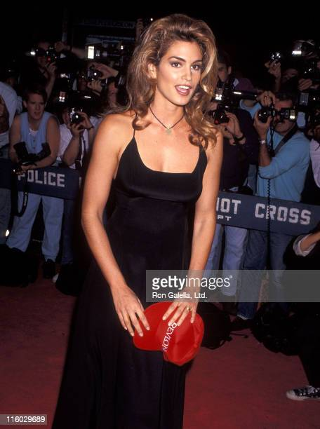 Model Cindy Crawford attend 'A League of Their Own' New York City Premiere on June 25 1992 at the Ziegfeld Theater in New York City