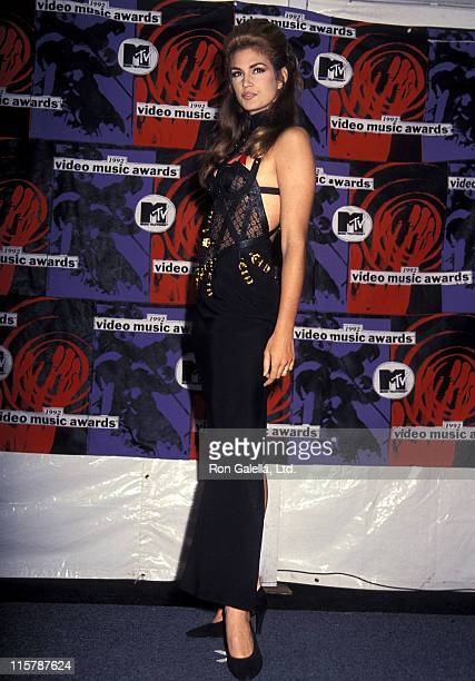 Model Cindy Crawford attends the Ninth Annual MTV Video Music Awards on September 9, 1992 at the Pauley Pavilion, UCLA in Westwood, California.