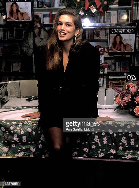 Model Cindy Crawford promotes her 1990 calendar on November 17 1989 at Doubleday Bookstore in New York City