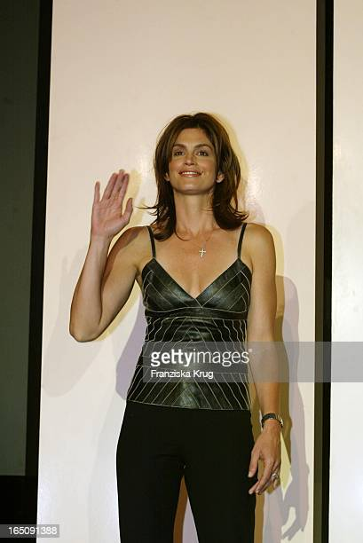 Model Cindy Crawford Präsentiert Ihr Neues Parfum In Berlin