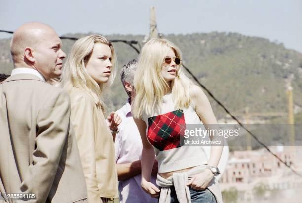 Model Claudia Schiffer mit Schwester Ann Carolin bei der Boris Becker Golf Trophy 2001 im Dorint Royal Golfresort & Spa Camp de Mar auf Mallorca,...