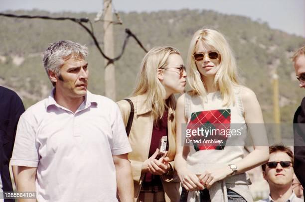 Model Claudia Schiffer mit Schwester Ann Carolin und Bruder Stefan bei der Boris Becker Golf Trophy 2001 im Dorint Royal Golfresort & Spa Camp de Mar...