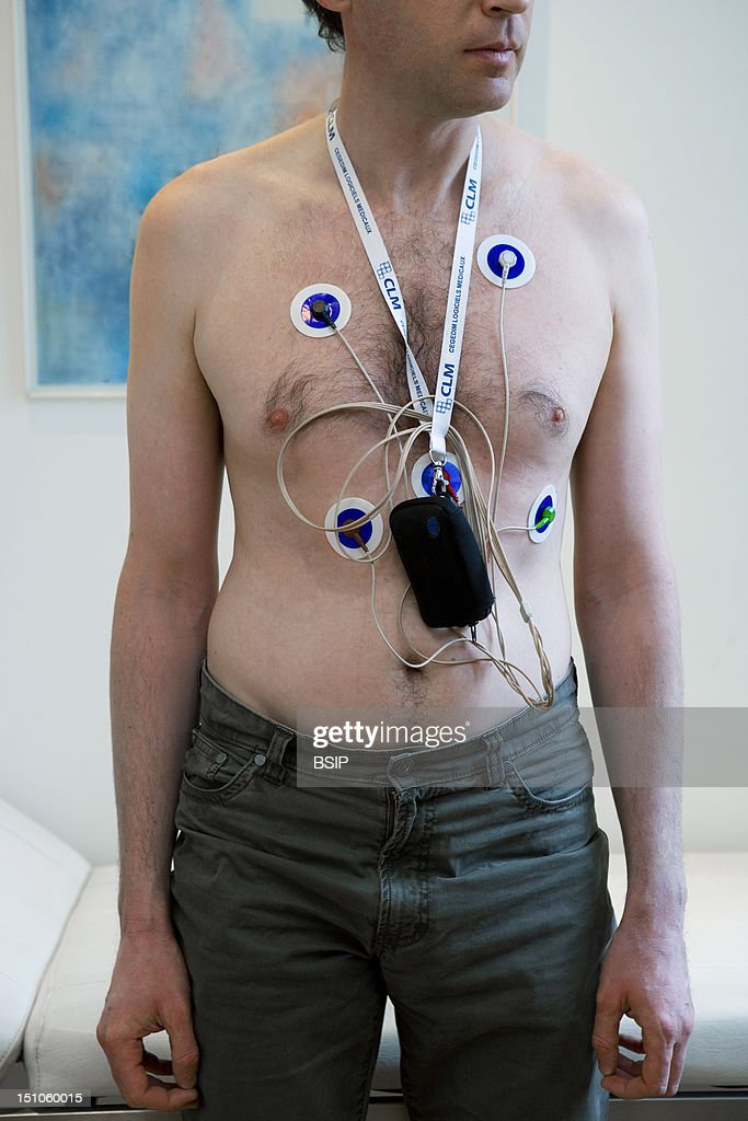 Man With Ecg Holter : News Photo