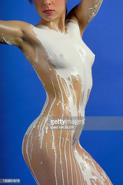 model covered in white plaster, paris, france, europe - fanny pic fotografías e imágenes de stock