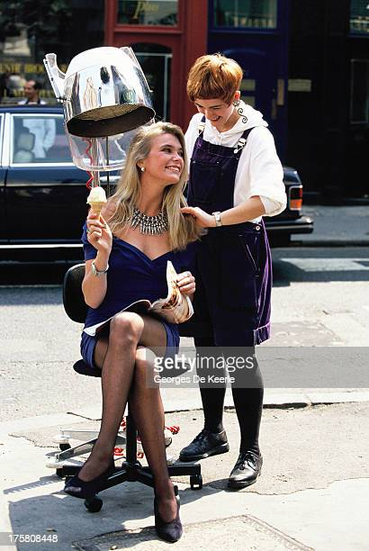 Model Debbie Leng wife of Roger Taylor of rock band 'The Queen' poses with her hairdresser in 1990 ca in London England
