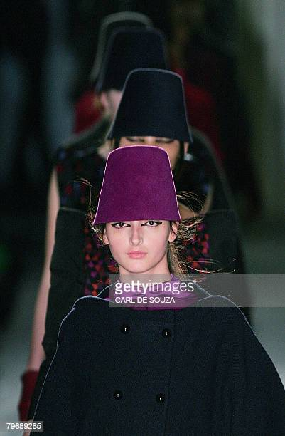 Model display designs by fashion designer Biba during the first show of the Autumn/Winter 2008 London Fashion week on February 10 2008 AFP PHOTO/CARL...