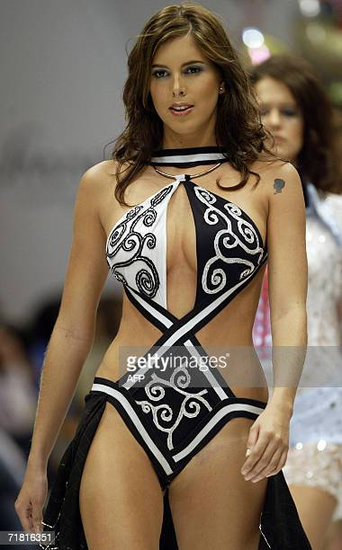 A model displays a creation by Colombian designer Diego Morales during the Cali Exposhow in Cali Colombia 07 September 2006 AFP PHOTO/Carlos Julio...