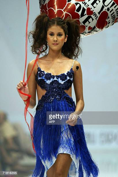 A model displays a creation by Colombian designer Diego Morales during the Cali Exposhow in Cali Colombia 07 September 2006 AFP PHOTO / Carlos Julio...