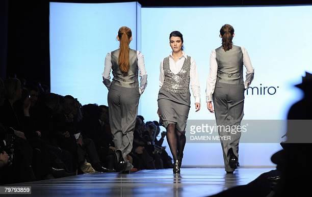 A model displays a creation by Italian fashion designer Elena Miro during the Autumn/Winter 2009 women's collections at Milan Fashion Week 16...