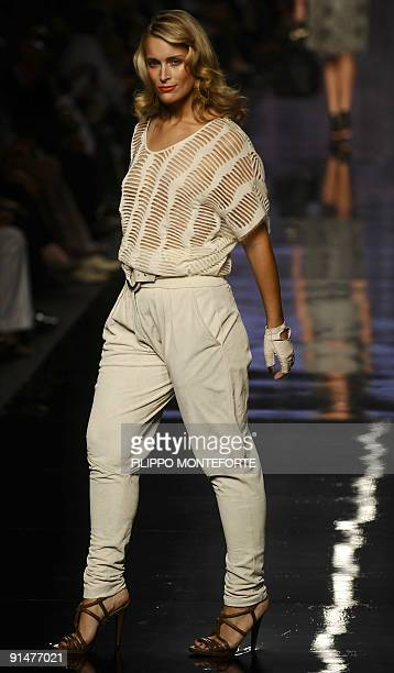 A model displays a creation of Elena Miro' Spring/Summer 2010 readytowear collection on September 23 2009 during the Women's fashion week in Milan...