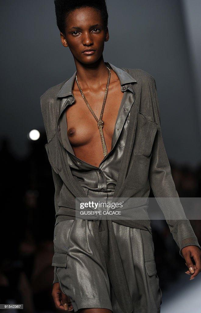 FREDA: Topless italian women