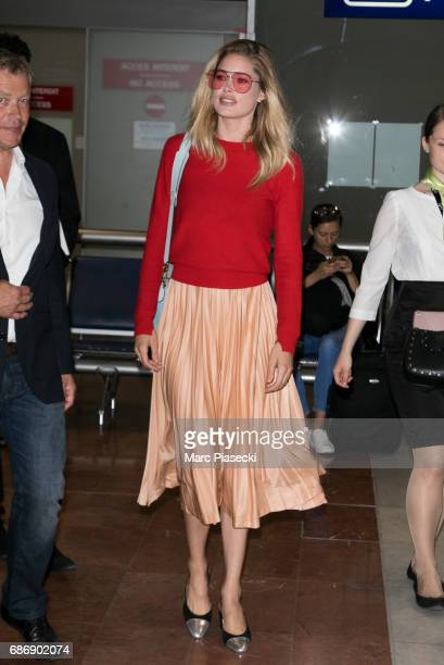 Model Doutzen Kroes arrives at Nice airport during the 70th annual Cannes Film Festival at on May 22, 2017 in Cannes, France.