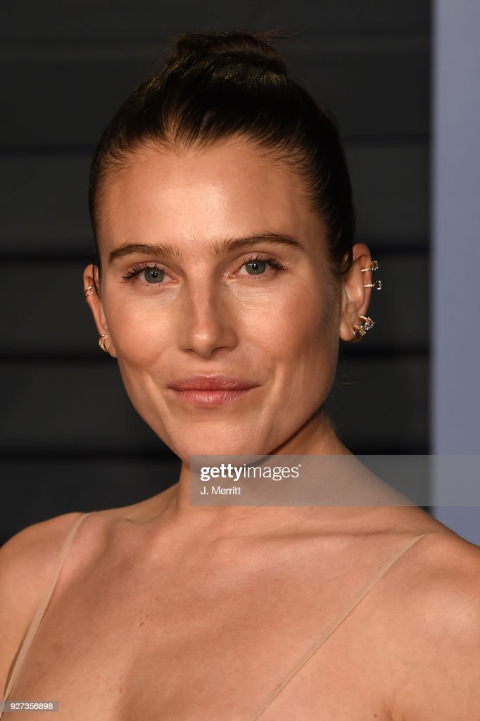 Model Dree Hemingway attends the 2018 Vanity Fair Oscar Party hosted by Radhika Jones at the Wallis Annenberg Center for the Performing Arts on March 4, 2018 in Beverly Hills, California.