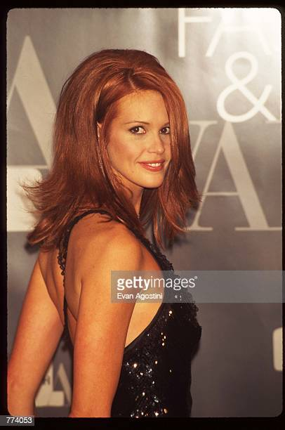Model Elle MacPherson stands at the 1995 VH1 Fashion and Music Awards December 3 1995 in New York City The awards which were broadcast live from the...