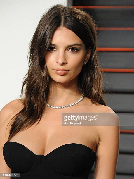 Model Emily Ratajkowski attends the 2016 Vanity Fair Oscar Party hosted By Graydon Carter at Wallis Annenberg Center for the Performing Arts on...