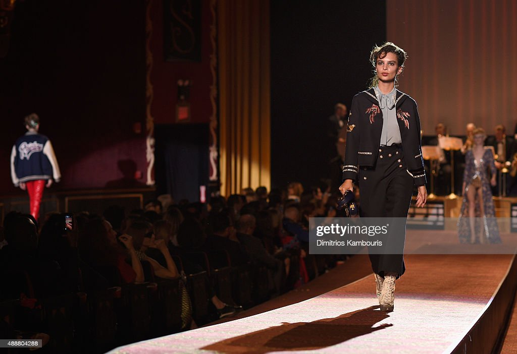Marc Jacobs - Runway - Spring 2016 New York Fashion Week : News Photo