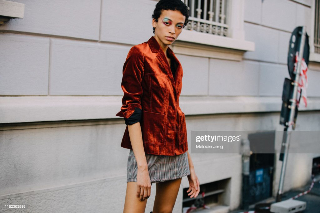 Street Style: September 20 - Milan Fashion Week Spring/Summer 2020 : Photo d'actualité