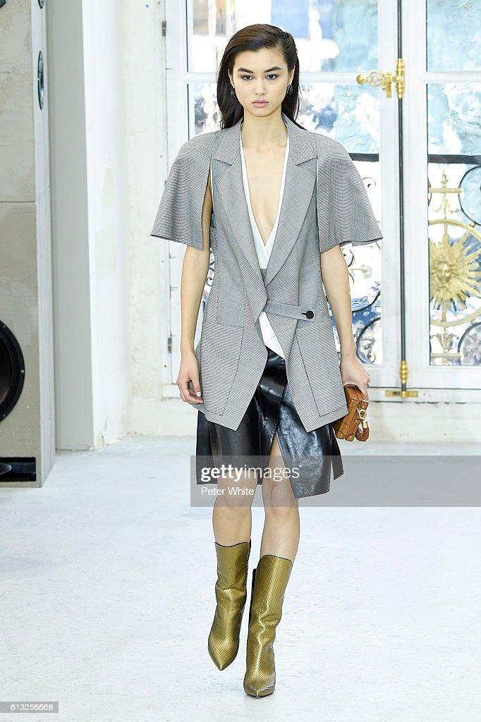 Louis Vuitton : Runway - Paris Fashion Week Womenswear Spring/Summer 2017 : News Photo