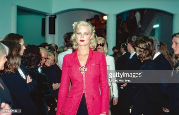 Model Eva Herzigova modelling on the runway of a fashionshow, Germany, 1992.