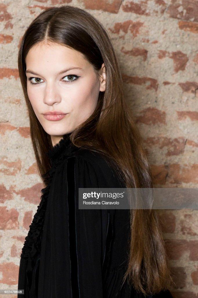 Alberta Ferretti - Backstage - Milan Fashion Week Fall/Winter 2018/19 : Nachrichtenfoto