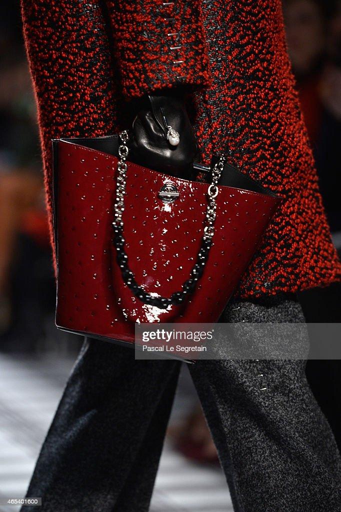 Balenciaga : Runway - Paris Fashion Week Womenswear Fall/Winter 2015/2016 : News Photo