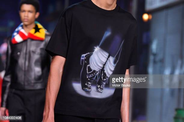A model fashion detail walks the runway during the finale of the Louis Vuitton Menswear Fall/Winter 20192020 show as part of Paris Fashion Week on...