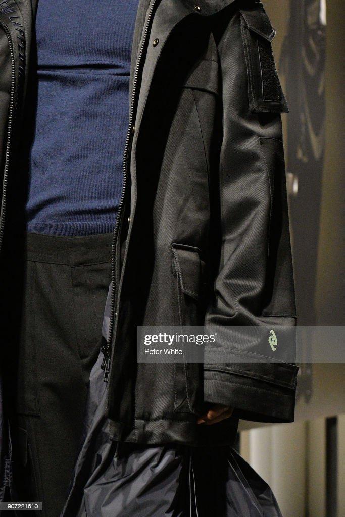 Junn J : Runway - Paris Fashion Week - Menswear F/W 2018-2019