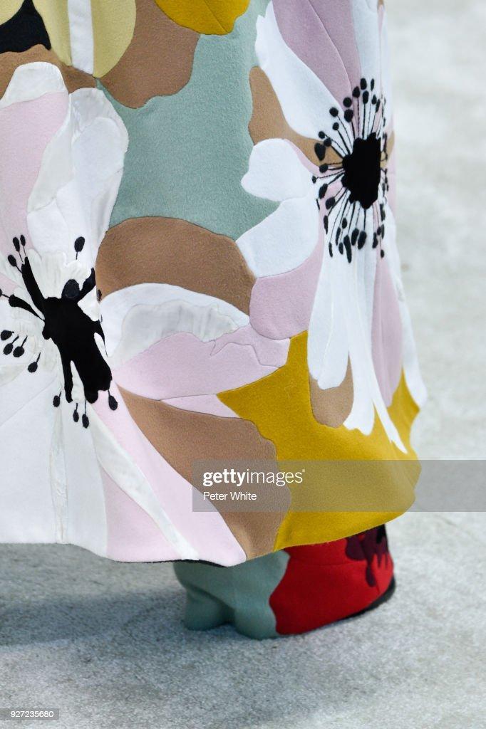 Valentino : Runway - Paris Fashion Week Womenswear Fall/Winter 2018/2019 : News Photo