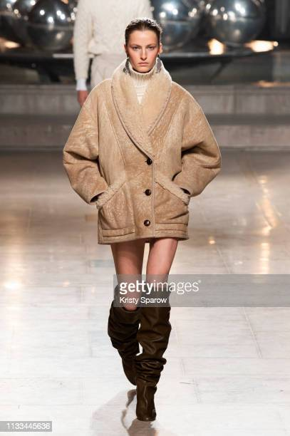Model Felice Noordhoff walks the runway during the Isabel Marant show as part of Paris Fashion Week Womenswear Fall/Winter 2019/2020 on February 28...