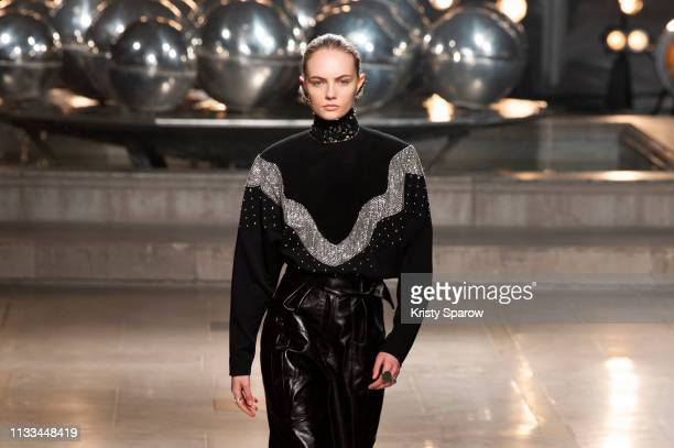 Model Fran Summers walks the runway during the Isabel Marant show as part of Paris Fashion Week Womenswear Fall/Winter 2019/2020 on February 28 2019...