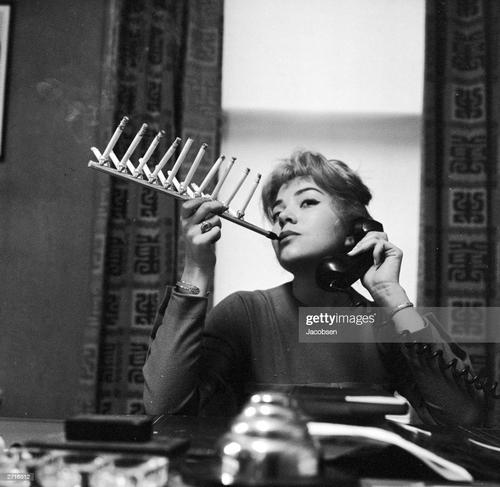 Chain Smoker : News Photo