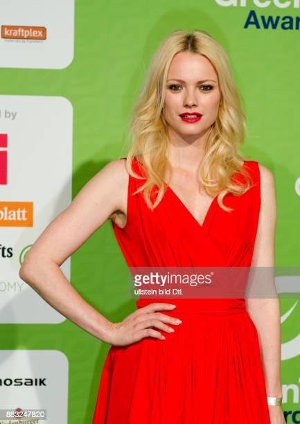 Model Franziska Knuppe stach mit roten Kleid und roten Lippen aus der Menge hervor im Velodrom Berlin am bei den GreenTec Awards 2015