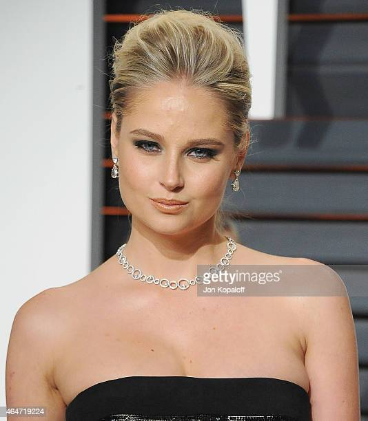 Model Genevieve Morton arrives at the 2015 Vanity Fair Oscar Party Hosted By Graydon Carter at Wallis Annenberg Center for the Performing Arts on...