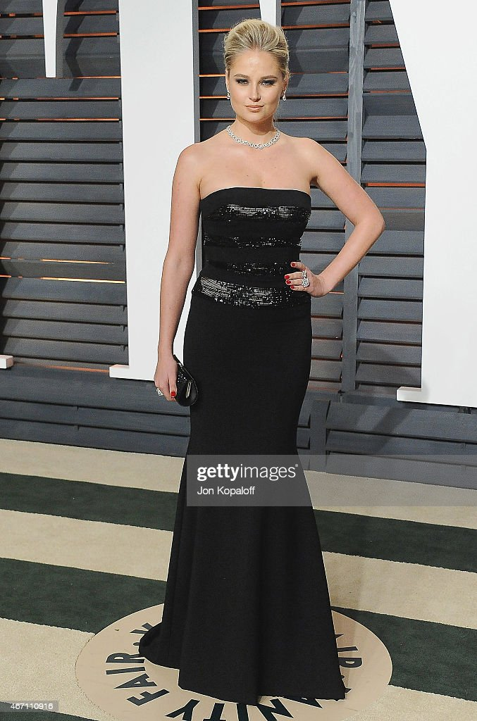 Model Genevieve Morton arrives at the 2015 Vanity Fair Oscar Party Hosted By Graydon Carter at Wallis Annenberg Center for the Performing Arts on February 22, 2015 in Beverly Hills, California.