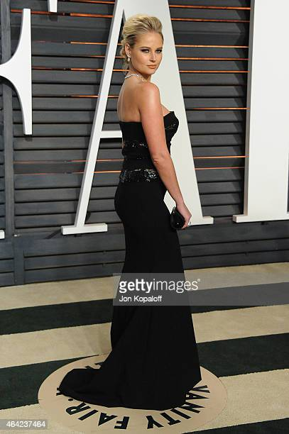 Model Genevieve Morton attends the 2015 Vanity Fair Oscar Party hosted by Graydon Carter at Wallis Annenberg Center for the Performing Arts on...