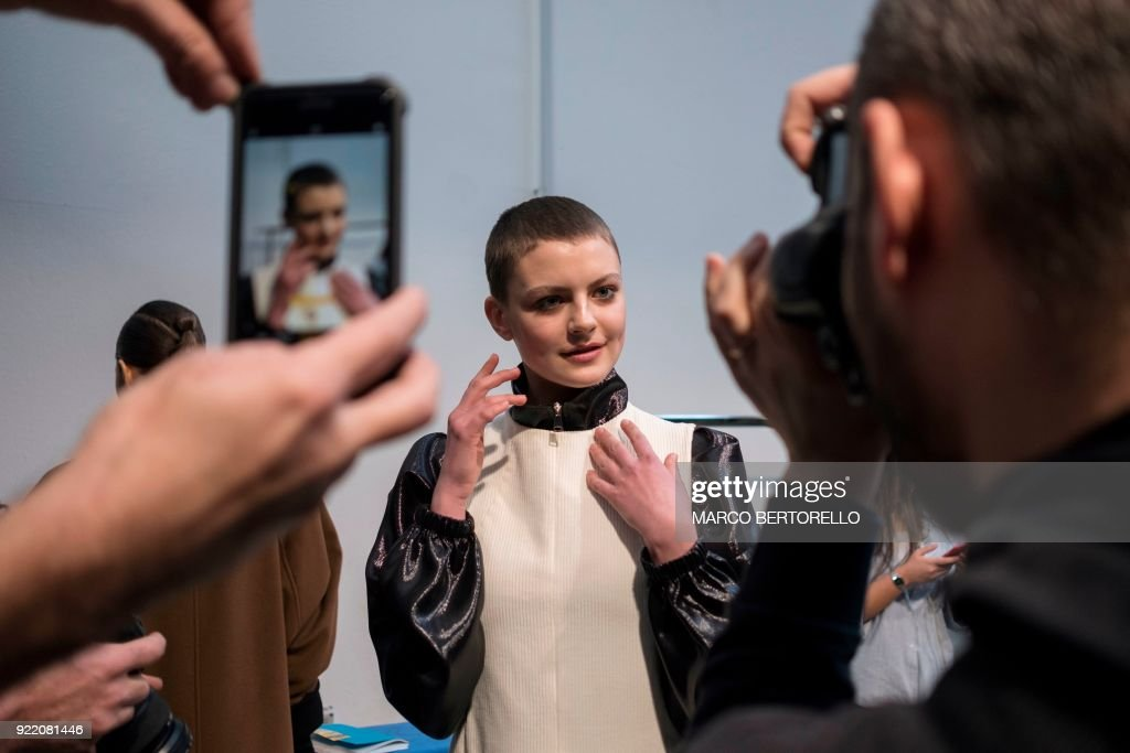 A model gets ready backstage prior to the women's Fall/Winter 2018/2019 collection fashion show by Lucio Vanotti in Milan, on February 21, 2018. / AFP PHOTO / Marco BERTORELLO