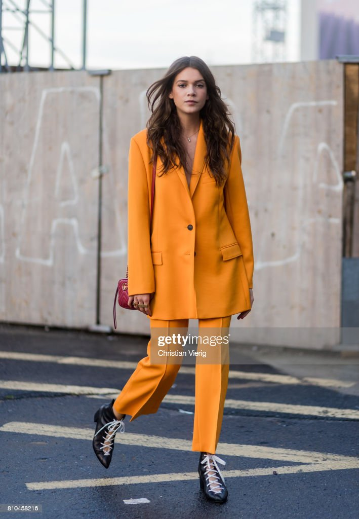 Street Style Day 4 - Mercedes-Benz Fashion Week Berlin Spring/Summer 2018 : News Photo