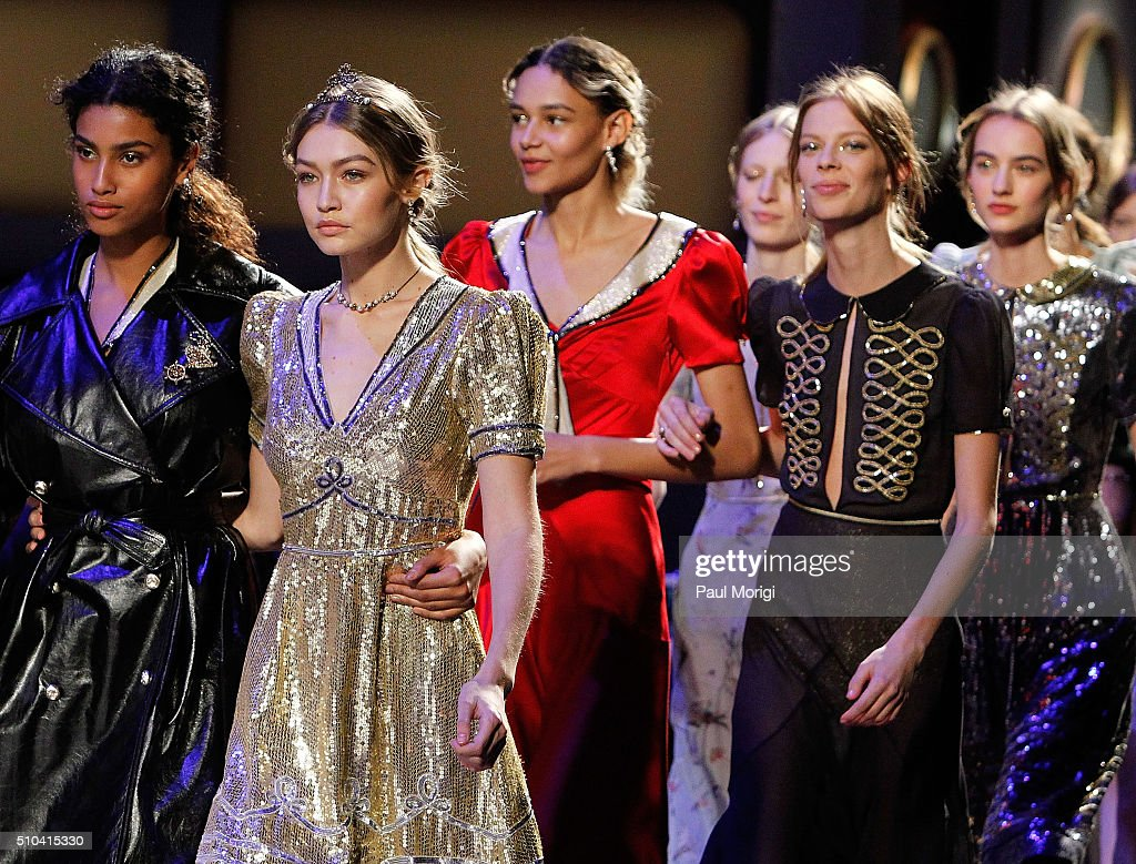 Tommy Hilfiger Women's - Front Row & Backstage - Fall 2016 New York Fashion Week: The Shows : News Photo