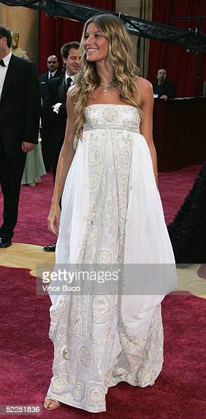 Model Gisele Bundchen arrives at the 77th Annual Academy Awards at the Kodak Theater on February 27 2005 in Hollywood California